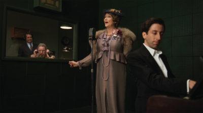 音痴歌手が人気者になるのは美談なのか? 『マダム・フローレンス!』が突きつける現実の二面性